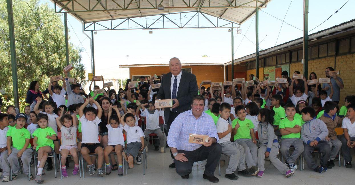 """Finaliza programa """"Cambia el Foco"""" beneficiando a más de 8 mil familias en la región de Valparaíso"""